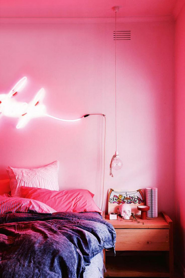 Design crush decorating with pink house of hipsters for Neon signs for bedroom