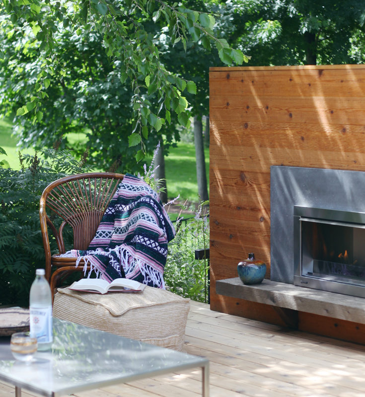 Blogger Home Tour /// House Of Hipsters /// Outdoor Living and Patio and amazing Outdoor Fireplace with a Mid Century Modern and Bohemian style and look. Click thru to read more.
